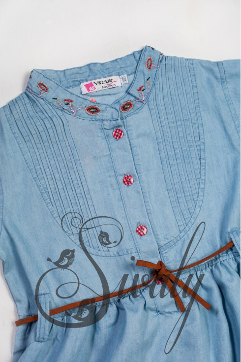 Платье с кожаным ремешком